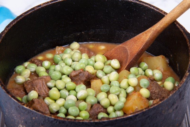 add peas to the seco de carne recipe