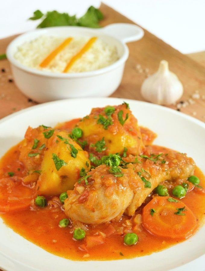 plate of estofado de pollo chicken stew peruvian recipe