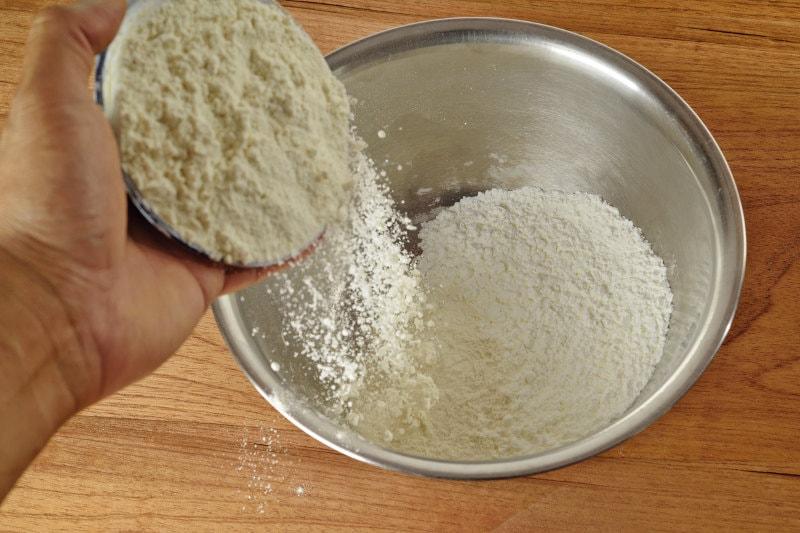 flour and cornstarch in bowl