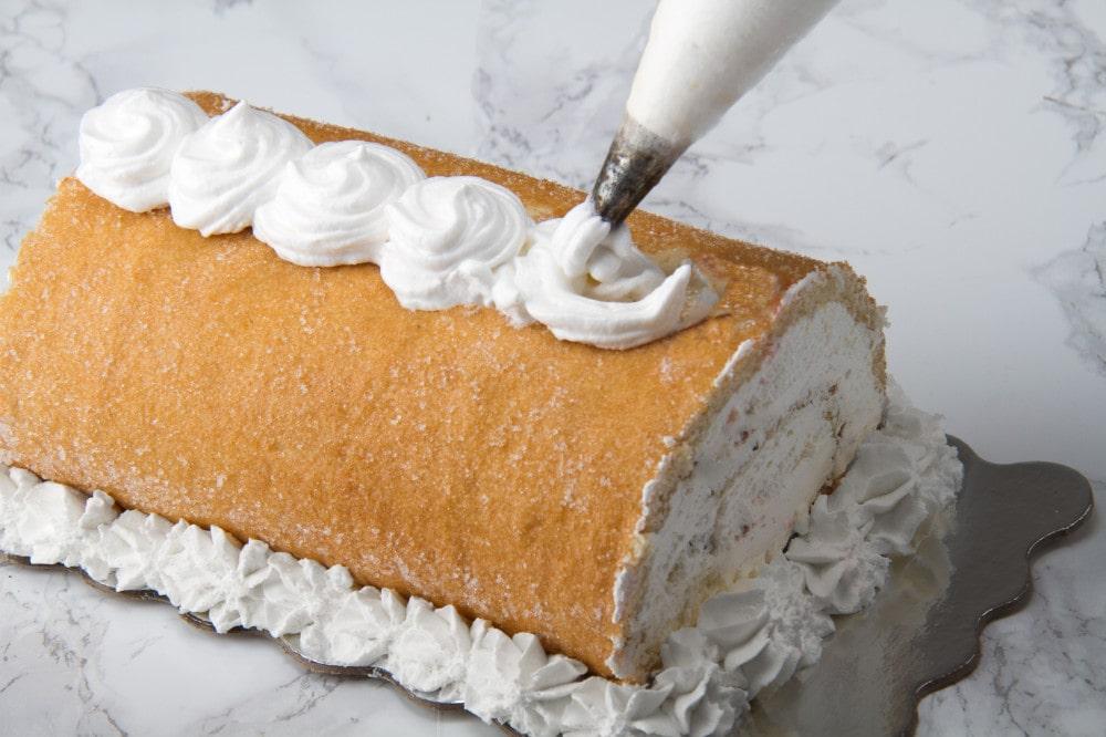 Add Pastry To Pionono