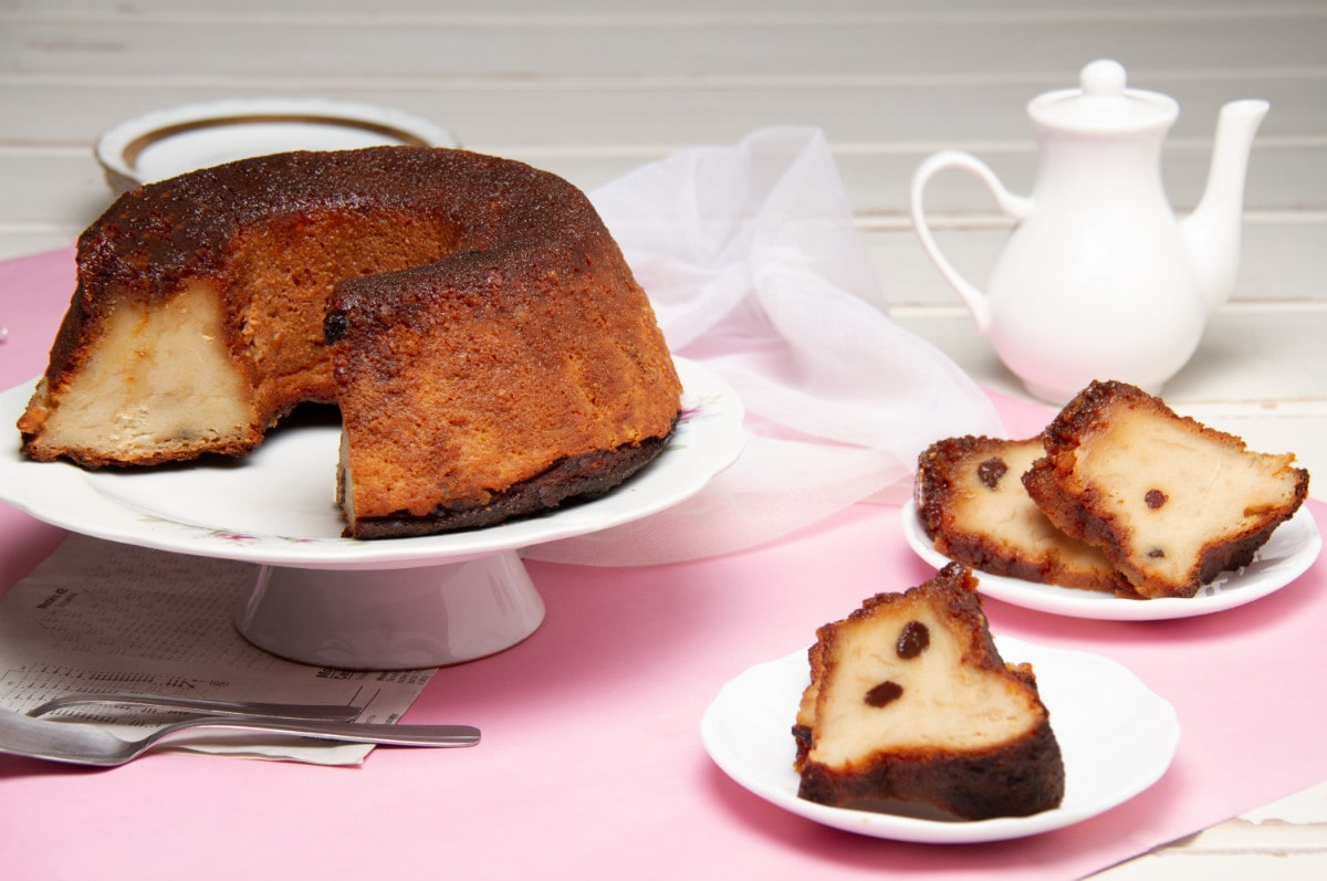 Budin De Pan Cake And Slices On Table Top