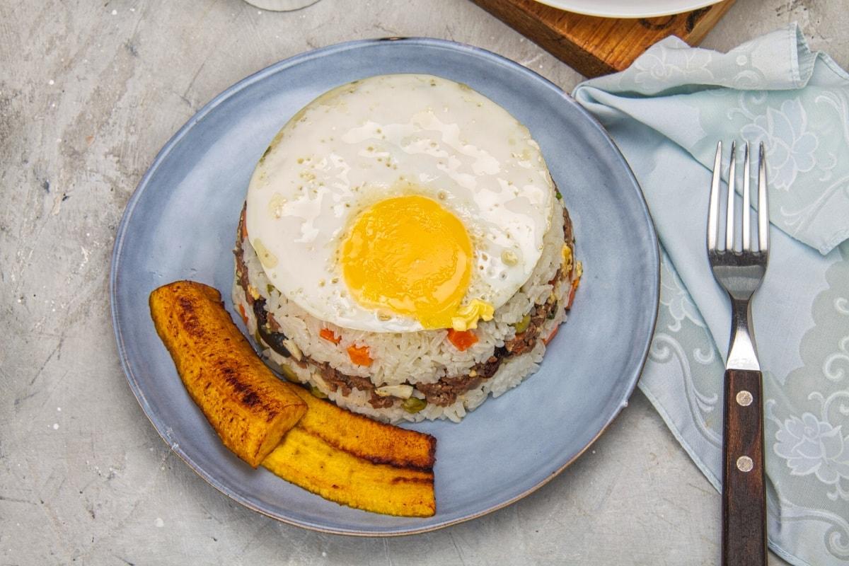 arroz tapado with egg and platano