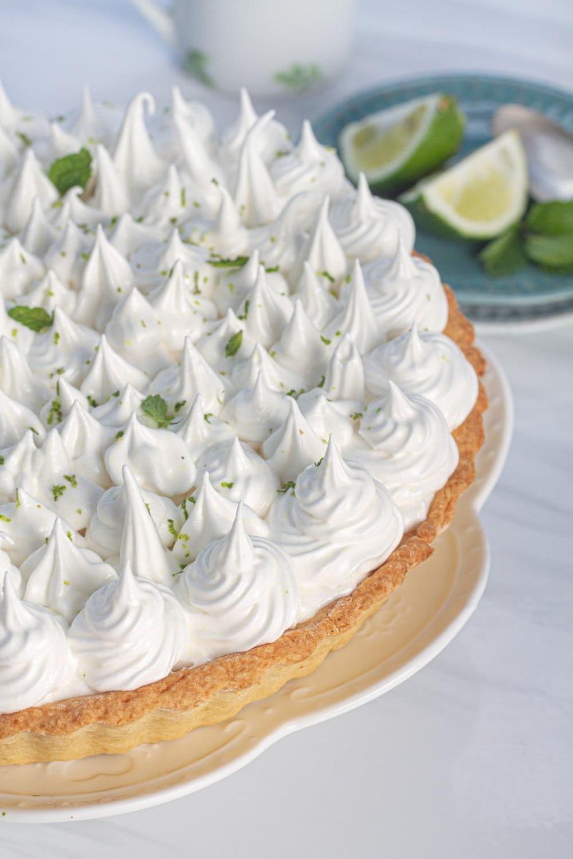 pie de limon dessert with limes